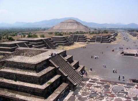800px-Mexico_SunMoonPyramid-480x352